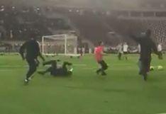 Todo por una foto: tenso momento de Neymar por hincha que se metió a entrenamiento [VIDEO]