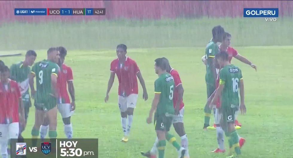 La fuerte lluvia que se desató en pleno Unión Comercio vs. Sport Huancayo. ( Video: GOLPERU)