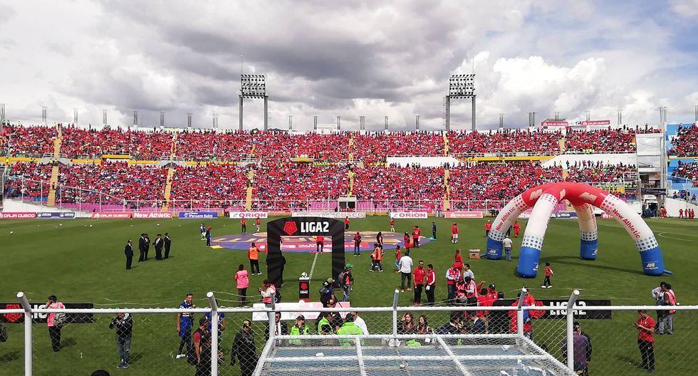 Los hinchas de Cienciano han aborrotado el estadio Garcilaso de la Vega (Foto: Diego Lara)