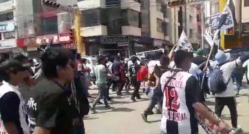 La barra de Alianza Lima en la plaza de Juliaca. (Video: Alan Mayta)