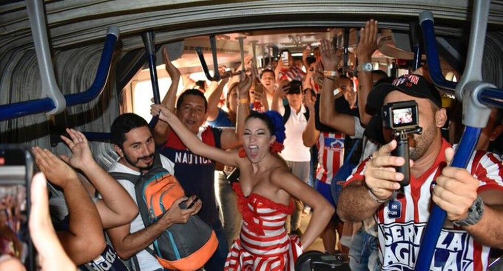 La reina del Carnaval de Barranquilla con hinchas de Junior. (Foto: Agencias)