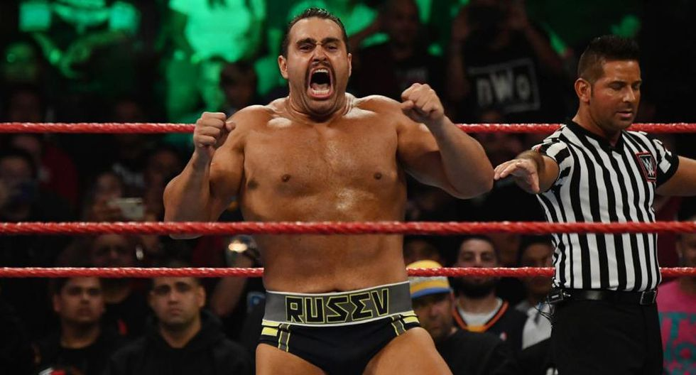 Rusev aún no puede amistarse con su esposa Lana, quien está saliendo con Bobby Lashley. (Foto: WWE)