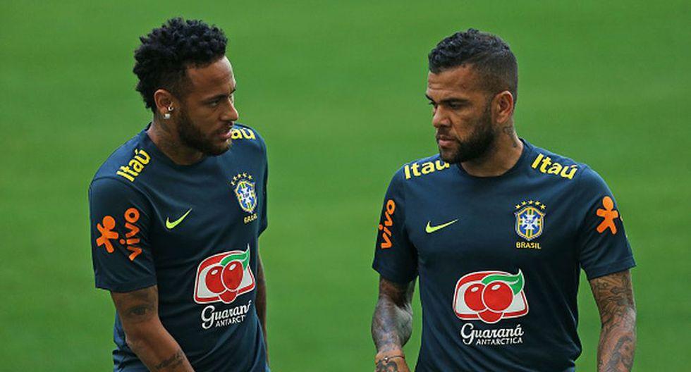 Neymar y Dani Alves compartieron equipo en el PSG y Barcelona. (Getty)