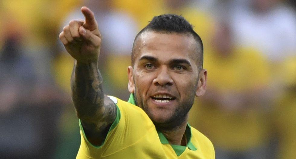 El defensor brasileño 'gritó a los cuatro vientos' el amor que siente por su esposa. (AFP)